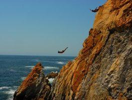 Plongeurs à la Quebrada d'Acapulco, Mexique